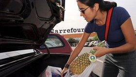 Reklama se objevila v obchodech řetězce Carrefour.