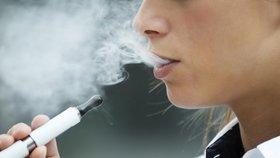 Elektronické cigarety: nově varování na obalech a omezení nikotinu v náplních. Přísnější pravidla výroby a prodeje