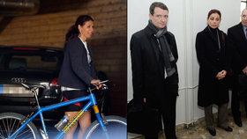 Nepravomocně odsouzení manželé Kateřina a Petr Kottovi vyrazili v Třeboni na kolo.