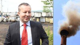 """Ministr životního prostředí Brabec si chce posvítit na """"šmoudily"""". Za kontroly kotlů to ale schytal."""