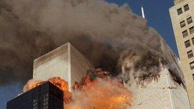 Do obou věží WTC narazila letadla.