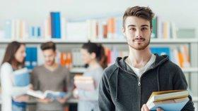 Čím dál více studentů si nechává psát závěrečnou práci za úplatu. (Ilustrační foto)