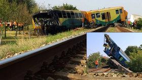 Při odtahu vykolejeného vlaku u Vnorov vykolejil i odtahový jeřáb