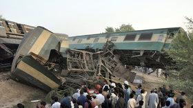 Ohromný zmatek si vyžádala masivní nehoda dvou vlaků. Na místě je 6 mrtvých a více než 150 zraněných.