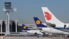 Pozemní personál berlínských letišť Tegel a Schönefeld v pátek ráno vstoupil do pětadvacetihodinové stávky za zvýšení mezd.