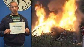 Policista Radek Janoušek dostal ocenění Gentleman silnic za záchranu řidiče z hořícího auta.