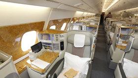 Airbus A380: V business class jsou pohodlné sedačky se spoustou místa, které ocení převážně vysocí lidé.