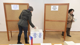 Sněmovní volby vypuknou v pátek ve 14:00.