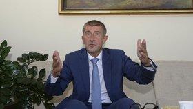 Andrej Babiš čelí kritice za střet zájmů.