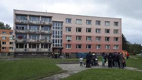 Specializovaná firma dnes provedla plošnou dezinsekci problémového sídliště Kovářská ve Varnsdorfu na Děčínsku.