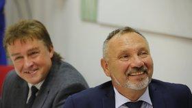Krajské volby 2016: Místopředseda KSČM Jiří Dolejš a šéf poslanců KSČM Pavel Kováčik čekají na výsledky voleb.