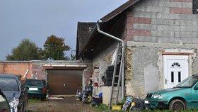 V tomto domě se tragicky otrávilo oxidem uhelnatým 7 lidí.