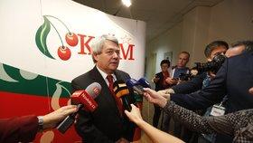 Šéf komunistů Vojtěch Filip ve štábu KSČM
