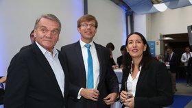 Krajské volby 2016: Bohuslav Svoboda, Martin Kupka a Alexandra Udženija ve štábu ODS