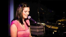 Jednou ze 17 tisíc pacientů s roztroušenou sklerózou je i zpěvačka a skladatelka Hana Robinson.