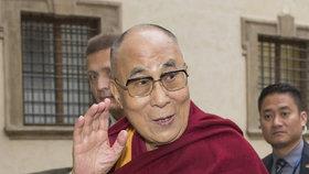Čína hrozila Česku kvůli dalajlámovi. Hrad si pak prohlášením usmiřoval Peking.