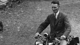 Samson Brown přes sebe nechává přejet motorku (1924)