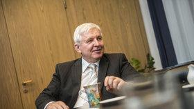 Guvernér ČNB Jiří Rusnok oznámil, že úrokové sazby se nebudou zvyšovat po jednání bankovní rady.