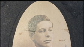 Klíček z Titanicu patřil mladému stevardovi Sidneymu Sedunarymu.