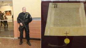 Tři historické listiny z doby Karla IV. převezla policejní eskorta za přísných bezpečnostních podmínek do Národního archivu.