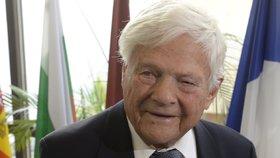 Jako o inspirativním, odvážném muži plném energie a vlastenci hovoří čeští politici o pamětníkovi holokaustu Jiřím Bradym, který zemřel v noci na sobotu v kanadském Torontu.
