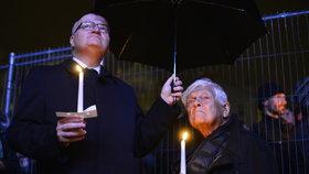 Herman a Brady společně na demonstraci 28. října
