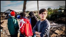 Mladí uprchlíci se prodávají v ulicích Athén (ilustrační foto).