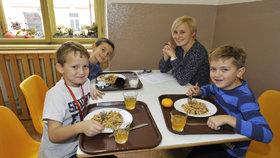 Školáci v Praze 1 obědvají podzimní menu.