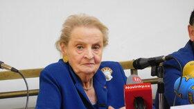Madeleine Albrigtová v Praze: Výsledky voleb v USA komentovala na Filosofické fakultě UK.