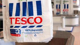 Zákaz plastových igelitek zdarma platí v Česku od ledna 2018. V Austrálii vešel zákon v platnost na začátku července