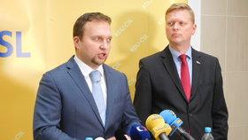 Lidovci Pavel Bělobrádek a Marian Jurečka na tiskovce v Paláci Charitas (22.11.2016)