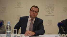 Nejvyšší státní zástupce Pavel Zeman podal dovolání v případu lihové mafie.