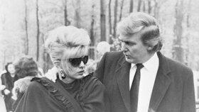 Donald Trump jako psychická opora Ivanky na pohřbu jejího otce