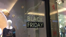 Obchody sčítají tržby po Černém pátku.