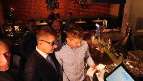 Babiš v pražské kavárně: Čekání na účtenku