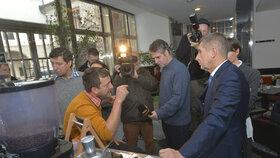 Andrej Babiš vyrazil první den fungování EET na inspekci do pražských kaváren (1. 12. 2016).