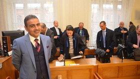 Poslanci tvrdí, že byl zásah do Zadehovy komunikace protiprávní.