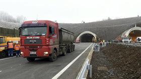 Posledních 16 kilometrů D8 se otevírá!