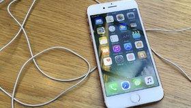 iPhone 6 se sluchátky