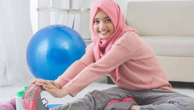 Některé dívky neodkládají hidžáb ani při tělocviku. Riskují tak své zdraví.