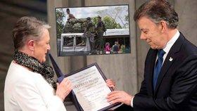 Kolumbijský prezident Santos převzal v Oslu Nobelovu cenu za mír.