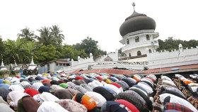 Muslimské modlitby jsou podle nové studie velice prospěšné pro zdraví zad.