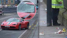 Luxusní vůz značky Ferrari přejel na mostě šest lidí.