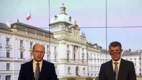 Bohuslav Sobotka (ČSSD) s Andrejem Babišem na závěrečné tiskové konferenci po bilančních schůzkách se všemi členy vlády