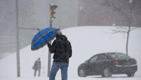 Studené počasí v USA i v Kanadě komplikuje dopravu, zemřelo devět lidí.