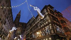 Obavy z teroru: Vánoční trhy ve Štrasburku jsou pod dohledem policie i armády.