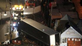 Útočník s kamionem najel do davu v Berlíně. Na vánočních trzích zabil minimálně 12 lidí