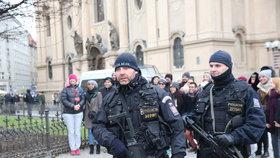 Ozbrojené Velikonoce: Policisté se samopaly vyrazí hlídkovat, připravena je i armáda (Ilustrační foto)