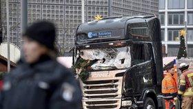 Teroristický útok v Berlíně, při kterém Tunisan Anis Amri 19. prosince 2016 připravil o život 12 lidí, včetně Češky Nadi Čižmárové.