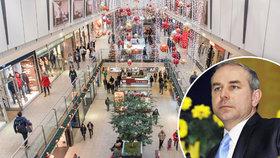 Poslanec Jiří Mihola (KDU-ČSL) by supermarkety zavřel nejen na Vánoce, ale během všech svátků v roce.